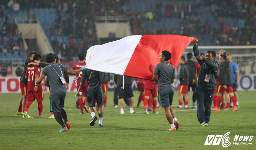 Indonesia vao chung ket AFF Cup 2016 sau tran dau la lung hinh anh 1