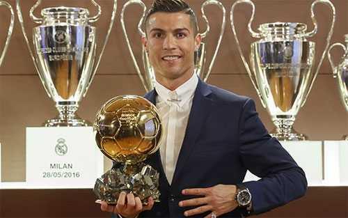 Clip: Ronaldo banh bao nhan Qua bong vang 2016 hinh anh 1