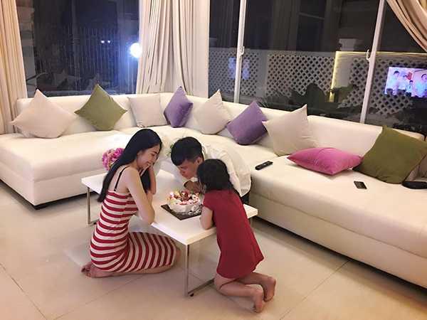 Nhung lan dang dan benh Cong Vinh gay tranh cai cua Thuy Tien hinh anh 8
