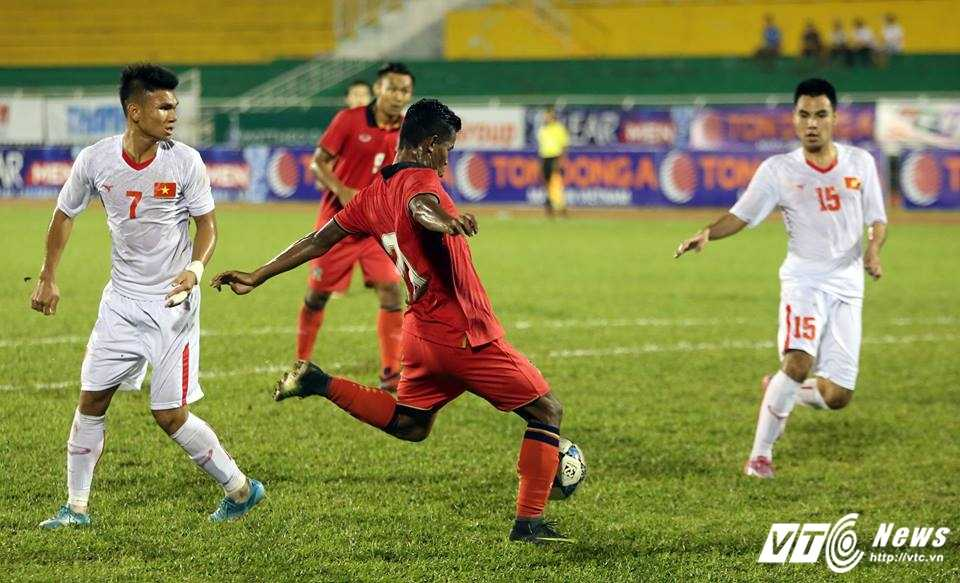 Cau thu U21 Thai Lan dung tay choi bong, U21 Viet Nam thua ban oan uong hinh anh 4