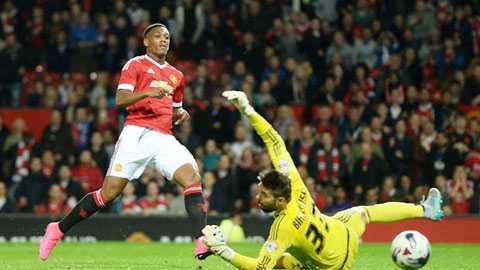 Martial: Cuoc chien giu vi tri o Man Utd gio moi bat dau hinh anh 1