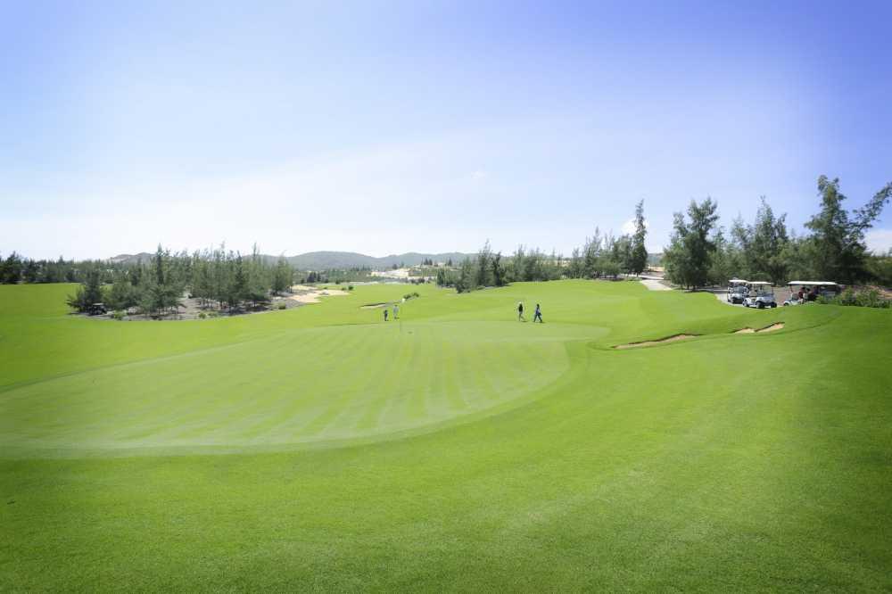 Chu tich FLC thuong 10.000 USD cho golf thu trung giai Hole in one hinh anh 2