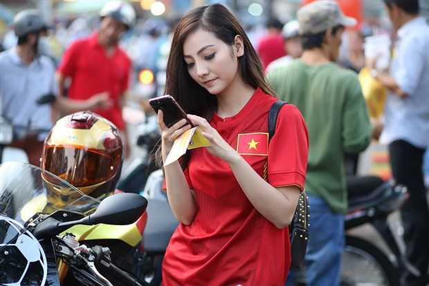 Nguoi dep di phan khoi lon me met U23 Viet Nam la ai? hinh anh 2