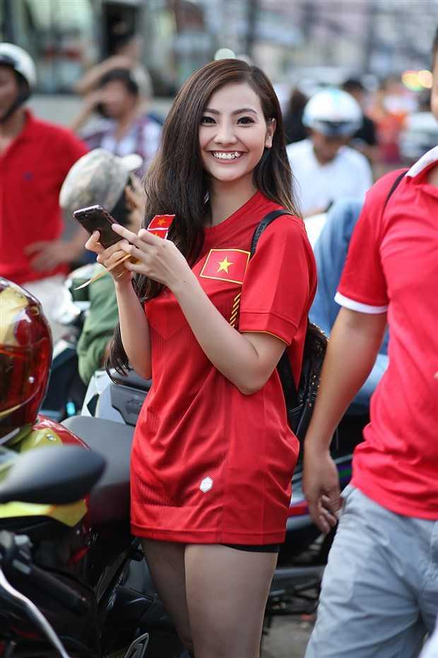 Nguoi dep di phan khoi lon me met U23 Viet Nam la ai? hinh anh 3