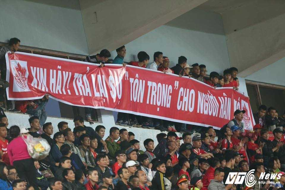 CDV Hai Phong chui trong tai, lang ma Ha Noi FC: Khong the cho nhung ke tuc tiu, vo van hoa vao san hinh anh 3