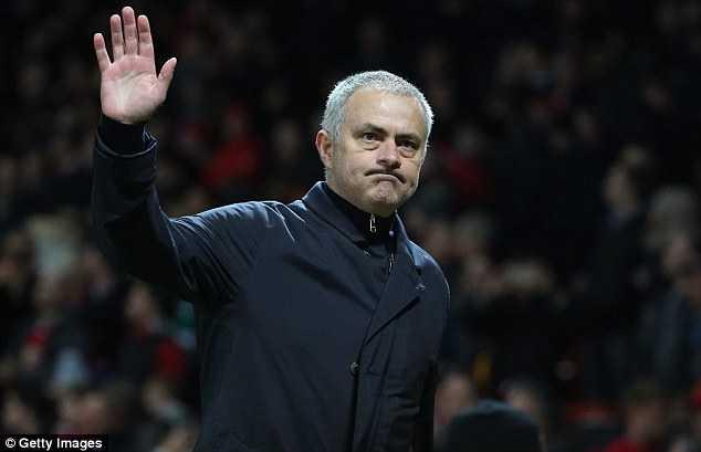 Bao to thang Ba cho Man Utd: Mourinho tinh co bang troi tinh? hinh anh 2