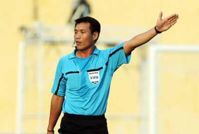 Trong tai Nguyen Trong Thu da sai khi cho tran TP.HCM vs Long An ket thuc som hinh anh 2