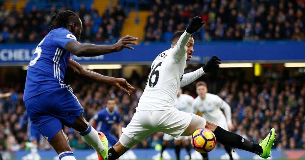 Chelsea thang de Swansea, bo xa Man City 11 diem hinh anh 6