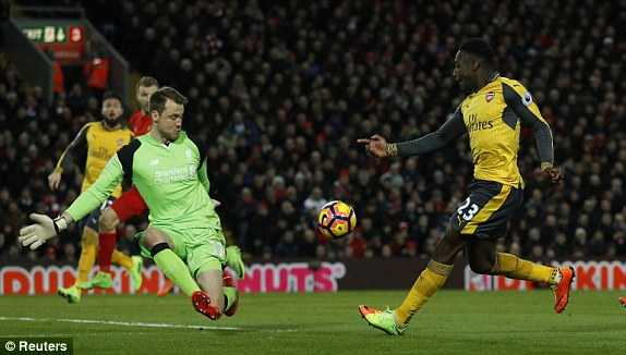Truc tiep Liverpool vs Arsenal : Arsenal nhan trai dang som hinh anh 1