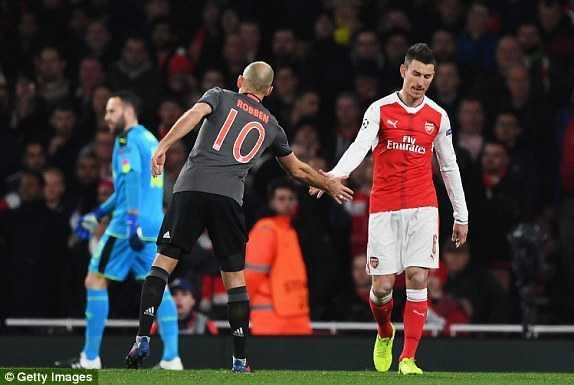 Doi truong nhan the do, Arsenal tham bai nang ne truoc Bayern Munich hinh anh 2