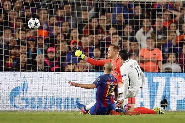 Mascherano thua nhan hai lan pham loi trong vong cam va thoat penalty hinh anh 1