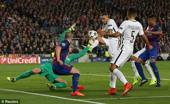 Fan PSG giet ban sau tran thua Barcelona hinh anh 1