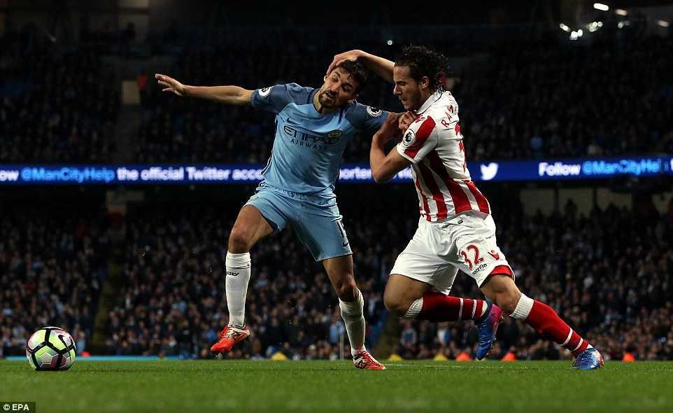 Video ket qua Man City vs Stoke: Man City lo co hoi len nhi bang hinh anh 1
