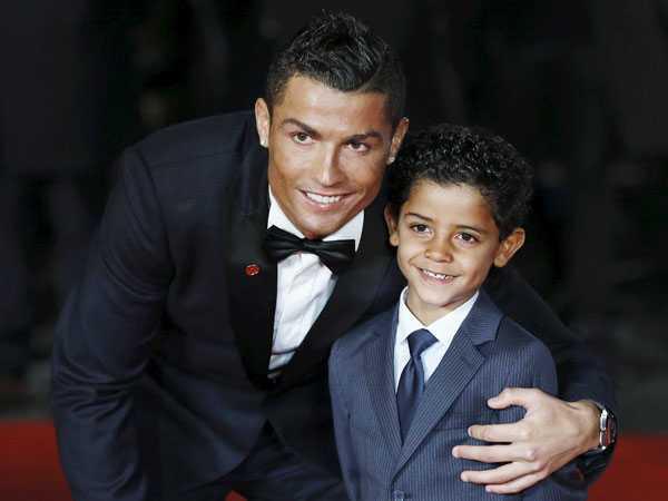 Co ban gai xinh dep, Ronaldo van nho nguoi mang thai ho hinh anh 1