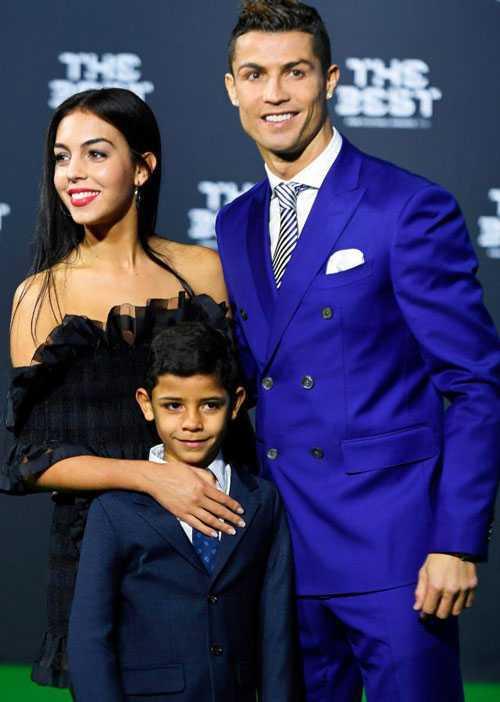Co ban gai xinh dep, Ronaldo van nho nguoi mang thai ho hinh anh 2