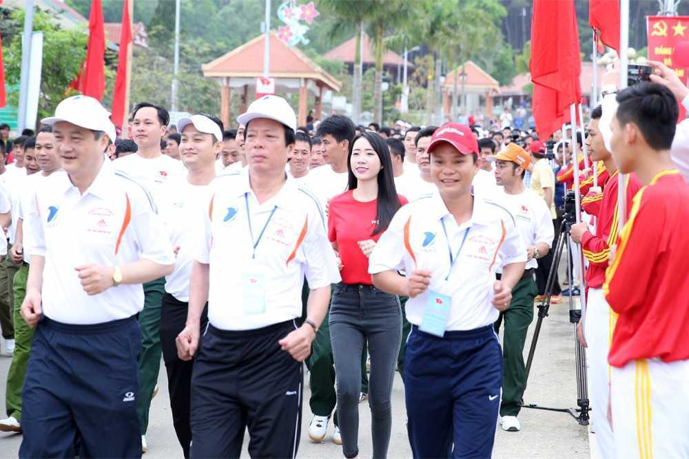 Bo truong Nguyen Ngoc Thien tham gia Ngay chay Olympic Vi suc khoe toan dan hinh anh 2