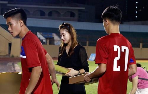 Nhech nhac trao qua, nha tai tro thieu ton trong U20 Viet Nam hinh anh 3