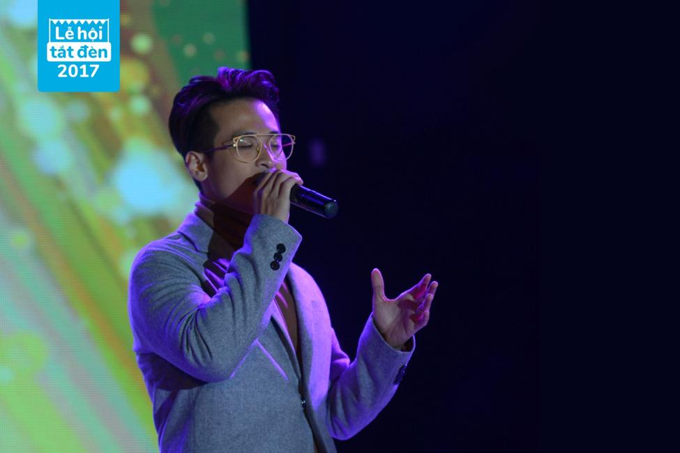 Ha Anh Tuan, Tien Tien, Chi Pu, Hoa hau Do My Linh 'bung chay' tai Le hoi Tat den 2017 hinh anh 1