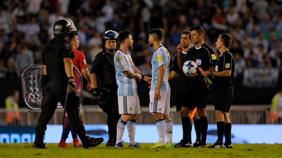 Chui trong tai bien, Messi bi treo gio 4 tran hinh anh 1