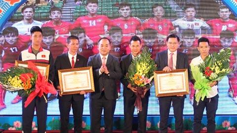 Tuyen Futsal Viet Nam, U19 Viet Nam nhan bang khen cua Thu tuong hinh anh 1