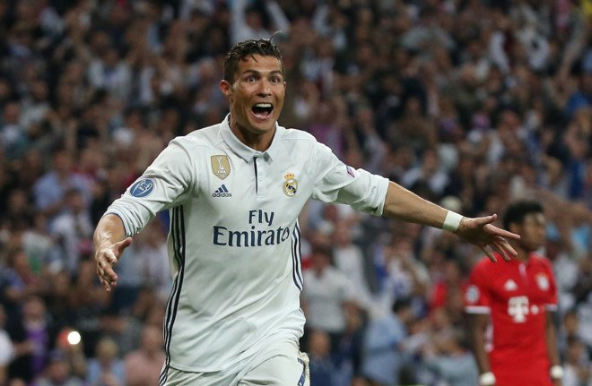 Ronaldo cung phai lu mo truoc 'man trinh dien choi sang' cua trong tai hinh anh 2