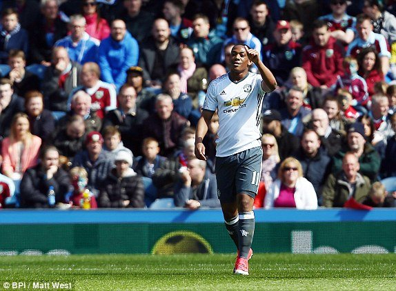 Video ket qua Burnley vs MU: Martial toa sang, MU ap sat top 4 hinh anh 1