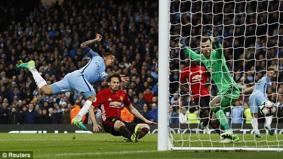 Link xem truc tiep Man City vs Man Utd vong 34 Ngoai Hang Anh hinh anh 1