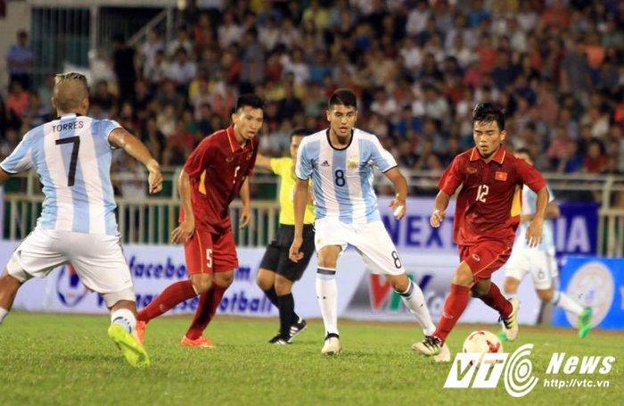 Huu Thang vs Hoang Anh Tuan: 1 thuong hieu, 2 tam nhin hinh anh 3