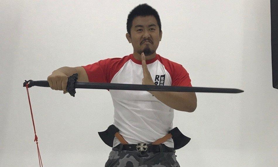 Tu Hieu Dong: Nhan vat ky bi ma 'vo lam minh chu' Kim Dung cung bo tay hinh anh 1