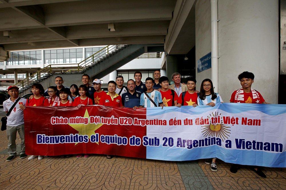 U20 Argentina ra Ha Noi, hung khoi cho doi dau Cong Phuong, Tuan Anh hinh anh 2