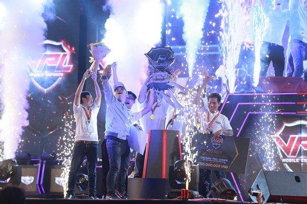 Hoanh trang Chung ket mua Xuan giai dau VPL 2017 hinh anh 2