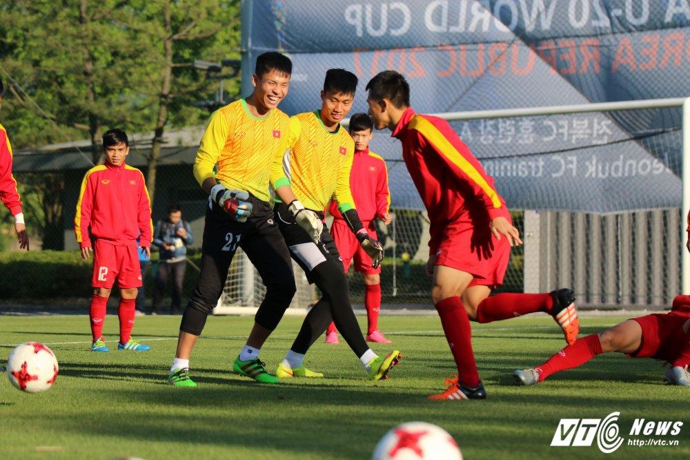 HLV Hoang Anh Tuan: Thua Phap chu co thua Thai Lan dau ma phai buon hinh anh 2