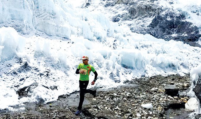 Nguoi Viet dau tien chay thanh cong chang marathon khac nghiet nhat hanh tinh tren Everest hinh anh 1