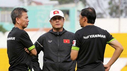Vi sao HLV Hoang Anh Tuan lam tro ly HLV Huu Thang? hinh anh 1