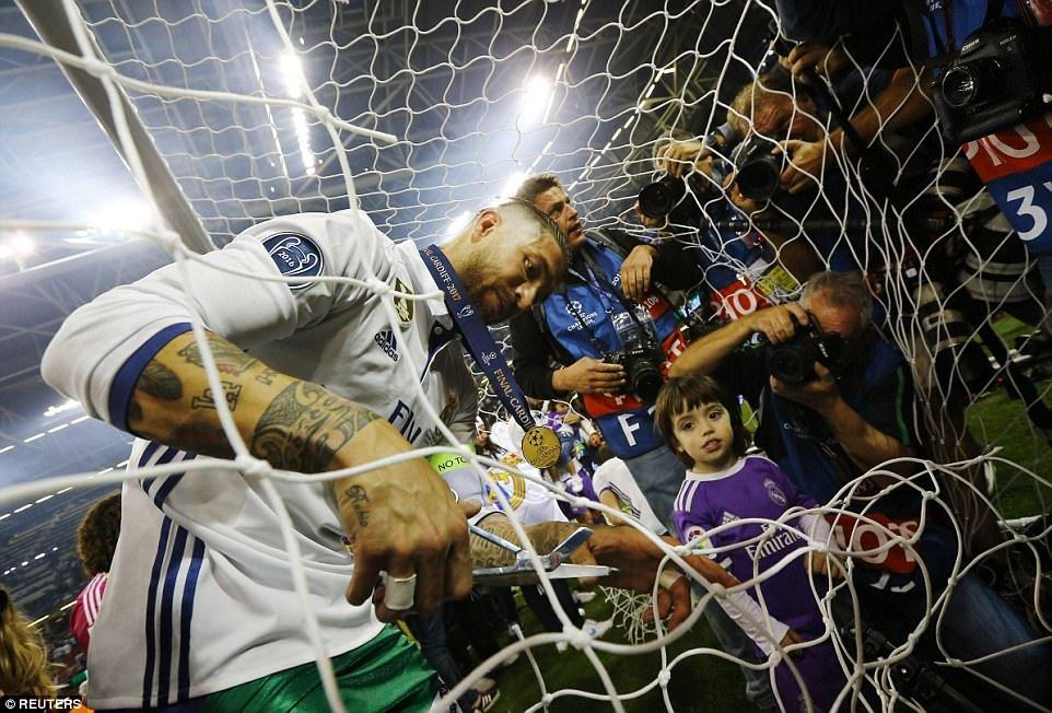 Anh: Real Madrid pha loi nguyen, kieu hanh vo dich Champions League hinh anh 16