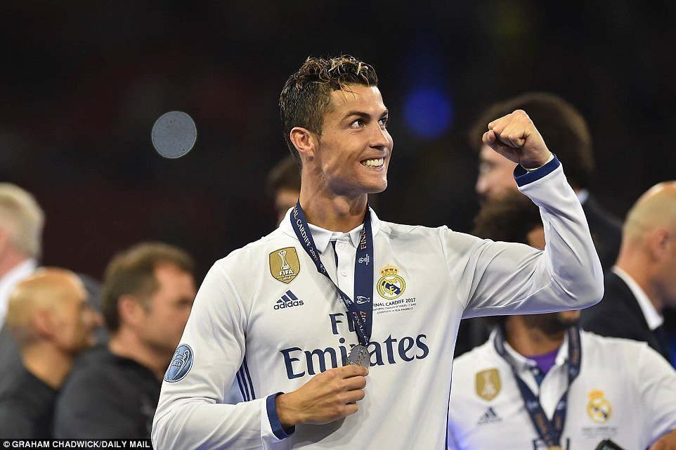 Anh: Real Madrid pha loi nguyen, kieu hanh vo dich Champions League hinh anh 12