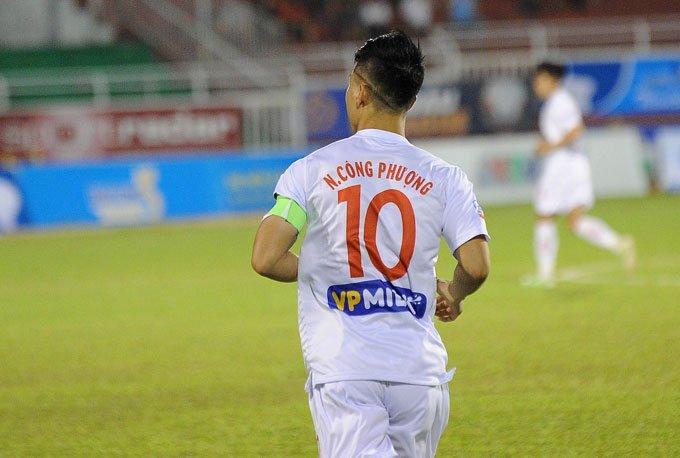 Cong Phuong khoe kieu toc doc la ngay tai xuat o Cup quoc gia hinh anh 3
