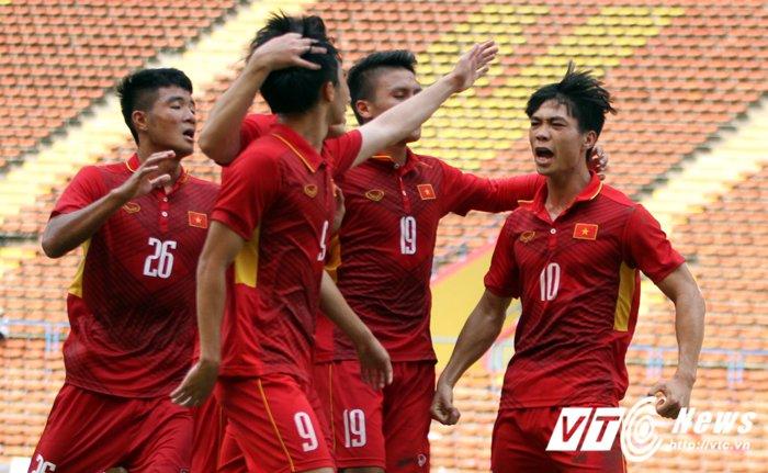 Truc tiep Viet Nam vs Campuchia: Cong Phuong, Tuan Tai lien tiep ghi ban (Hiep 2) hinh anh 2