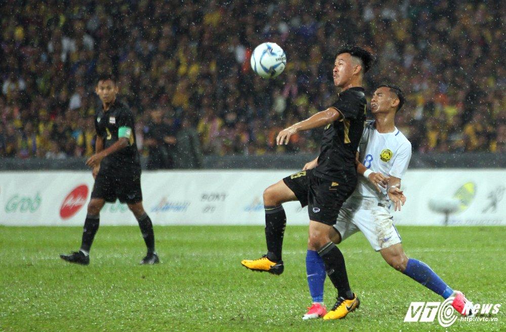 Truc tiep Malaysia vs Thai Lan - Chung ket bong da nam SEA Games 29 hinh anh 4