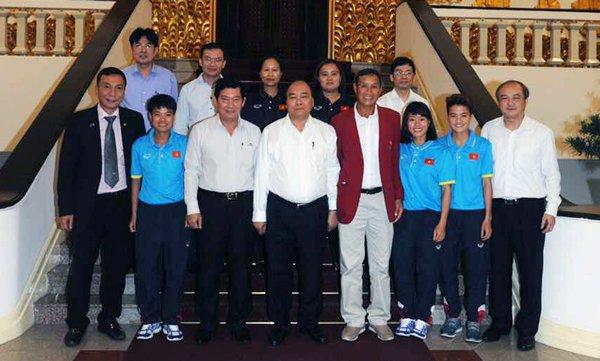 Thu tuong Nguyen Xuan Phuc bieu duong thanh tich xuat sac cua tuyen nu Viet Nam hinh anh 1