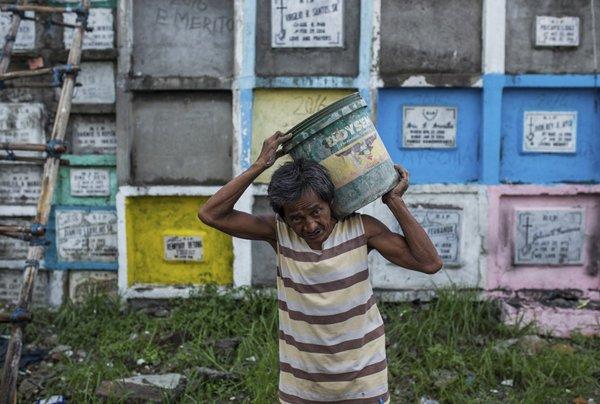 Dan ngheo Philippines: Song o khu o chuot, chet vao 'nghia trang chung cu' hinh anh 3