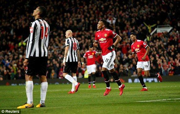 Truc tiep MU vs Newcastle, Link xem bong da Ngoai hang Anh 2017 vong 12 hinh anh 2