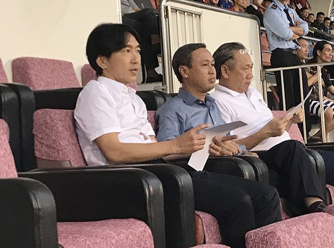 V-League 'chat' lam, HLV Miura co... nghi lai voi Cong Vinh? hinh anh 2