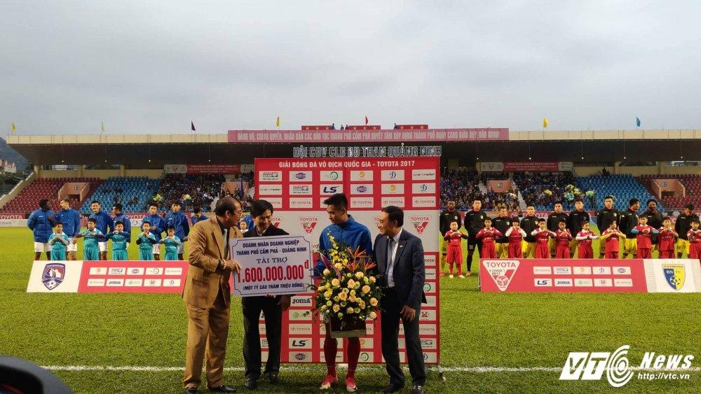 Video truc tiep Than Quang Ninh vs Ha Noi vong cuoi V-League 2017 hinh anh 6