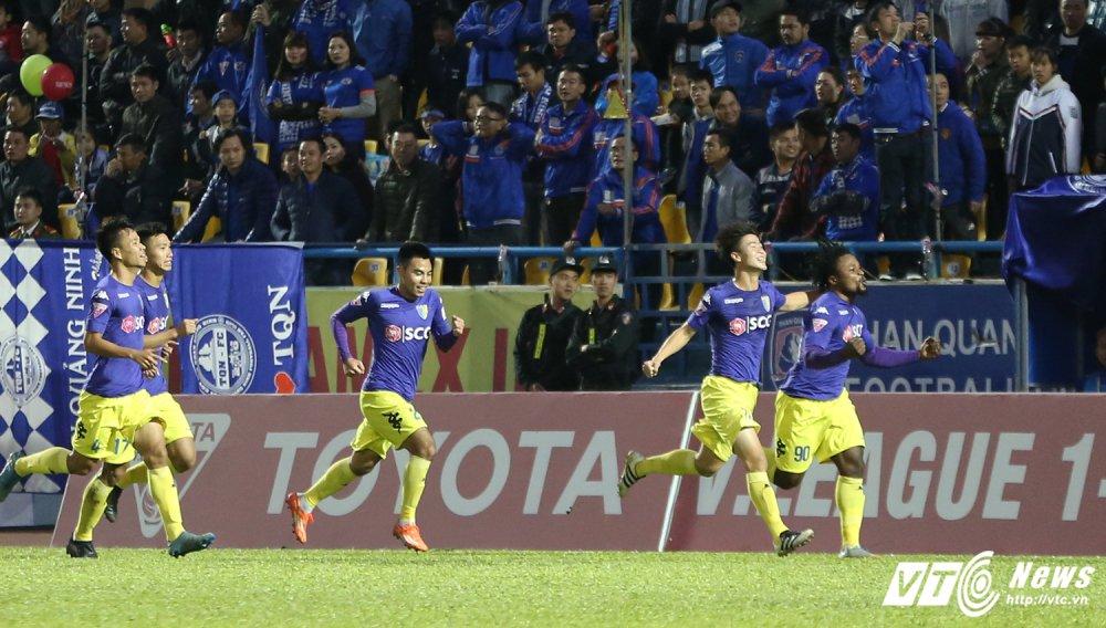 Video truc tiep Than Quang Ninh vs Ha Noi vong cuoi V-League 2017 hinh anh 3