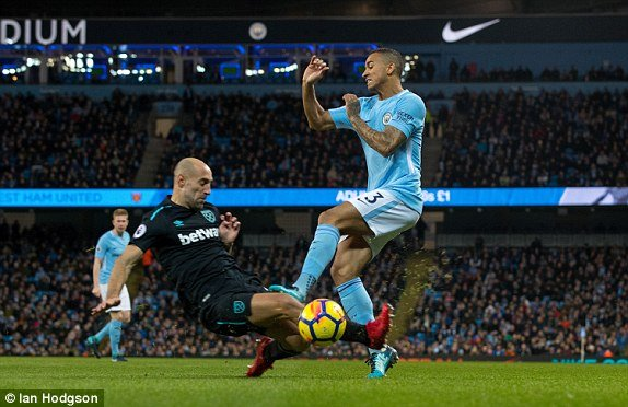 Truc tiep Man City vs West Ham, Link xem Ngoai hang Anh 2017 vong 15 hinh anh 3