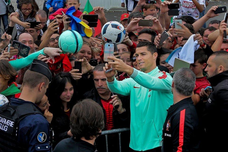Cristiano Ronaldo, doi anh lieu co noi buon nao khong? hinh anh 4
