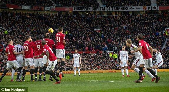 Truc tiep MU vs Burnley, link xem vong 20 Ngoai Hang Anh 2017 hinh anh 2