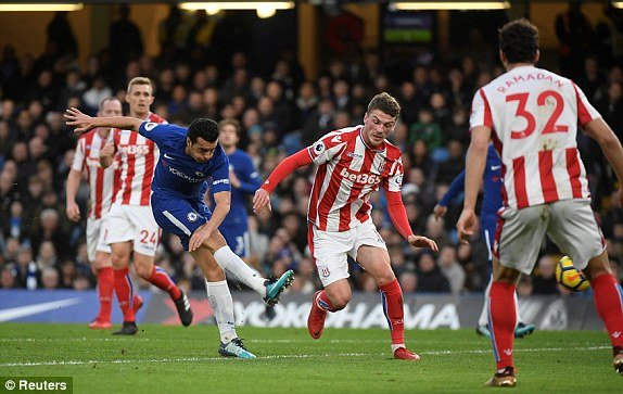 Truc tiep Chelsea vs Stoke City, Link xem Ngoai hang Anh 2017 vong 21 hinh anh 2
