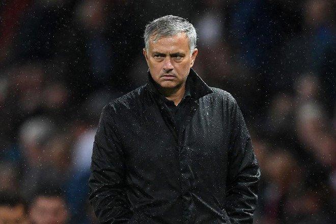 Man Utd bet bat, Mourinho se nghi viec vao cuoi mua? hinh anh 1